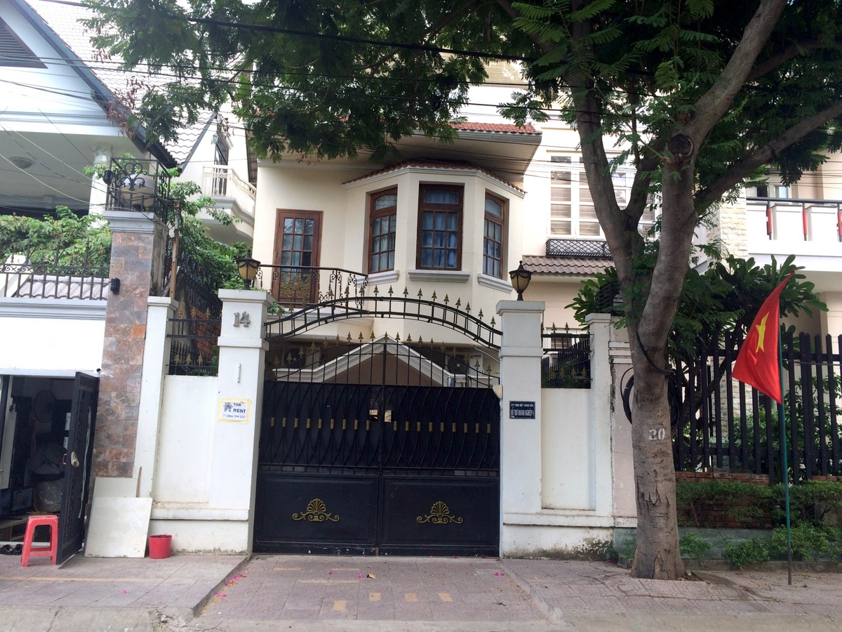HOUSE FOR RENT AT LE VAN MIEN STREET