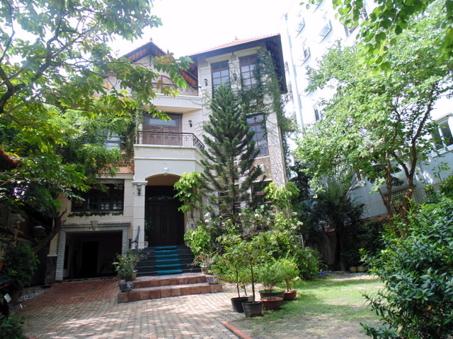 BEAUTIFUL VILLA FOR SALE AT TONG HUU DINH STREET