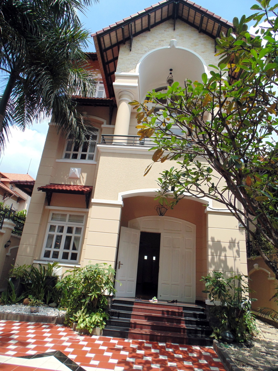 A NICE VILLA FOR RENT IN THAO DIEN WARD, DISTRICT 2.