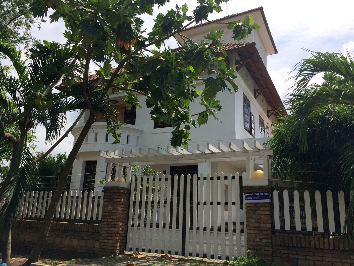 A NICE VILLA FOR RENT IN THAO DIEN COMPOUND, THAO DIEN WARD, DISTRICT 2.