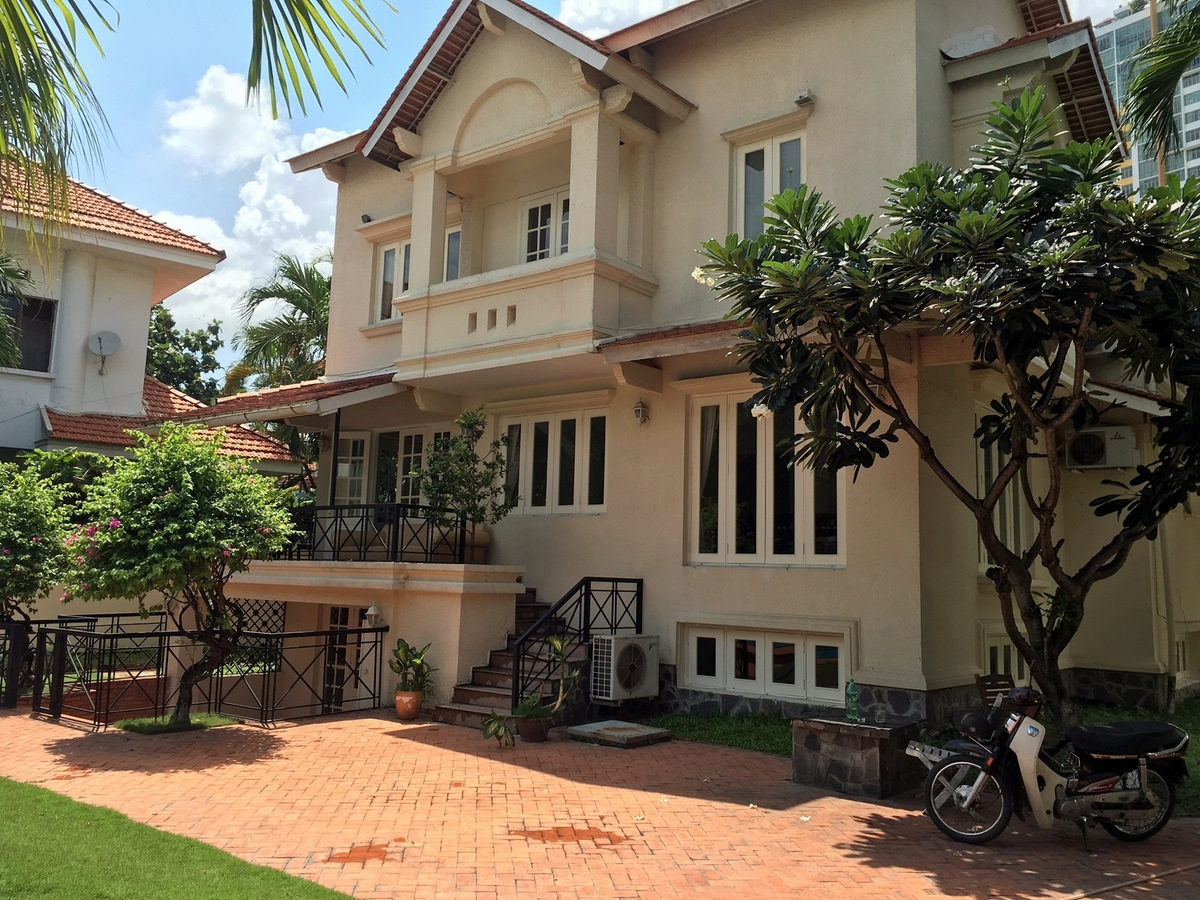 LUXURY VILLA FOR RENT AT AN PHU.