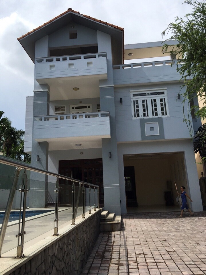 BEAUTIFUL VILLA FOR RENT IN COMPOUND.
